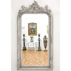 Oglinda din cristal cu o rama gri deschis cu diverse decoratiuni