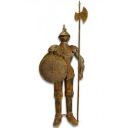 Armura mare antichizata de cavaler medieval cu lance si platosa