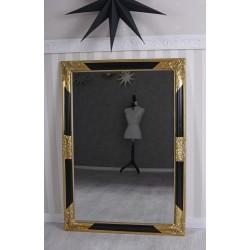 Oglinda rococo cu o rama aurie cu negru