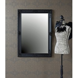 Oglinda cu o rama neagra