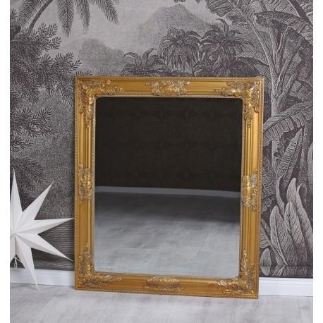 Oglinda cu o rama aurie