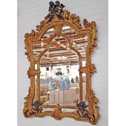Oglinda mare din cristal cu o rama cu ingerasi negri