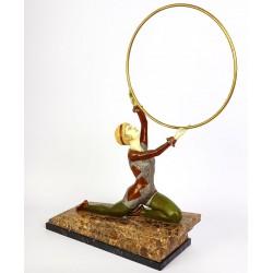 Doamna cu cercul - statueta din bronz pe soclu din onix si marmura