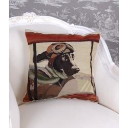 Perna decorativa cu aspect de tapiterie cu un catel pilot