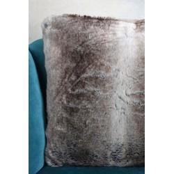 Perna decorativa din blana sintetica maro