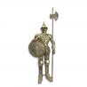 Armura gigantica argintie de cavaler medieval cu scut si lance