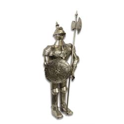 Armura mare argintie de cavaler medieval cu scut si lance