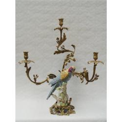 Sfesnic  papagal din portelan cu trei brate din bronz