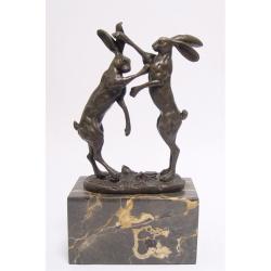 Doi iepuri- statueta din bronz pe un soclu din marmura