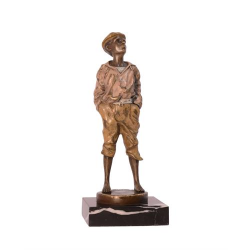 Baietel - statueta din bronz pe un soclu din marmura