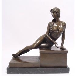 Femeie in bikini- statueta din bronz de bronz pe un soclu din marmura