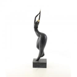 Femeie-statueta moderna din bronz pe un soclu din marmura