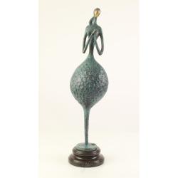 Femeie nud- statueta moderna din bronz pe un soclu din marmura