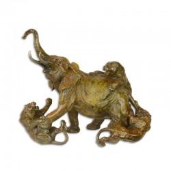Elefant in lupta cu tigri- statueta din bronz pe un soclu din marmura