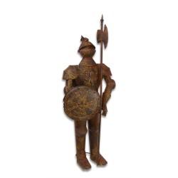 Armura mare antichizata de cavaler medieval cu scut si lance