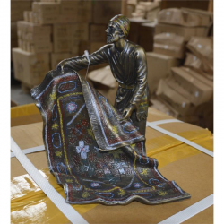 Vanzatorul de covoare- statueta vieneza din bronz