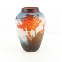 Flori rosii- vaza din sticla pictata in relief