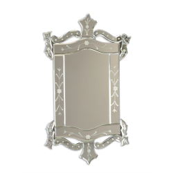 Oglinda venetiana cu o forma deosebita