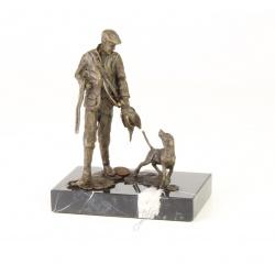 Vanator cu cainele-statueta din bronz