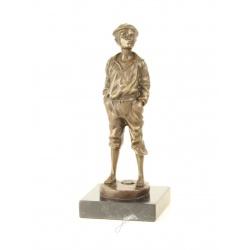 Vagabondul-statueta din bronz pe un soclu din marmura