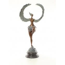 Femeie inaripata -statueta din bronz pe un soclu din marmura