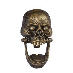 Batator de usa cu un décor cu un cap de mort
