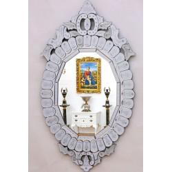 Oglinda venetiana din cristal cu o forma deosebita