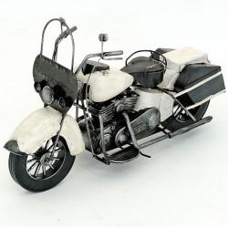 Model de motocicleta alba