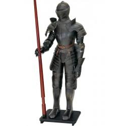 Armura gigantica brumata de cavaler medieval cu sulita