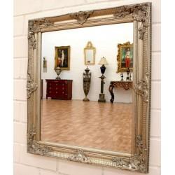 Oglinda din cristal cu o rama argintie