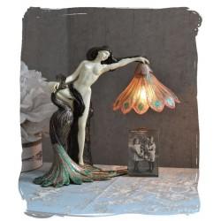 Lampa Art Nouveaux cu o femeie