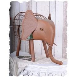 Decoratiune din fier forjat cu un elefant