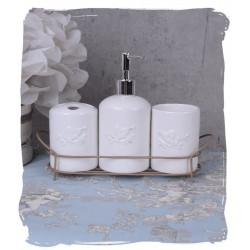 Set pentru baie din portelan alb cu un suport din fier forjat