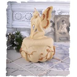 Caseta scoica cu o nimfa din alabastru
