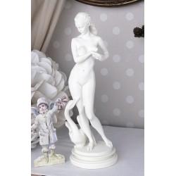 Statueta nostalgica cu o femeie
