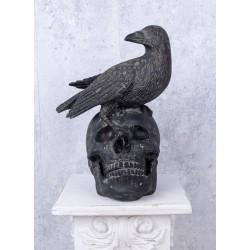 Corbul si craniu-statueta din rasini