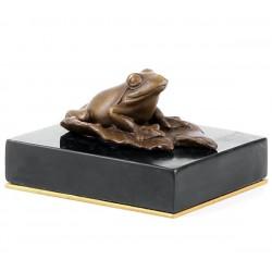 Broscuta-statueta din bronz pe un soclu din marmura