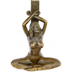 Doamna cu catuse-statueta din bronz pe un soclu din marmura