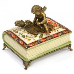 Bomboniera carte din portelan cu un ingeras din bronz