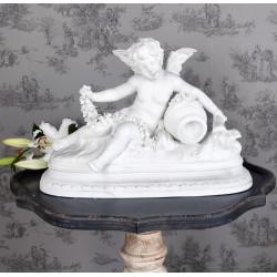 Statueta din portelan alb cu un ingeras