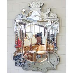 Oglinda venetiana din cristal cu diverse decoratiuni