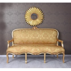 Sofa trei locuri din lemn auriu cu tapiterie din matase aurie